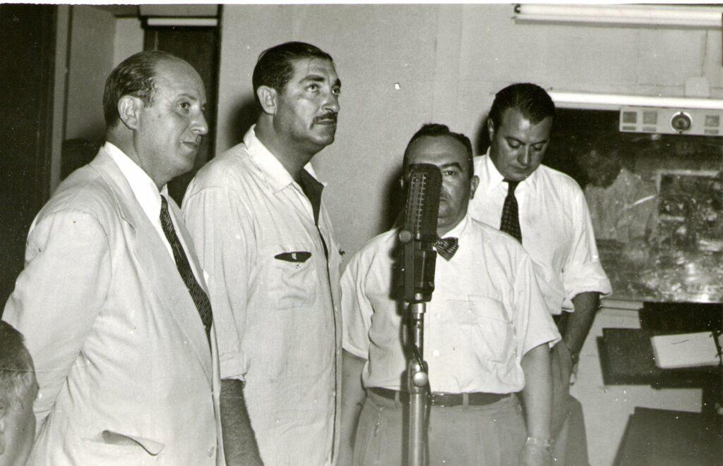 Luis Elías Sojit en LR3 Radio Belgrano. 1950.
