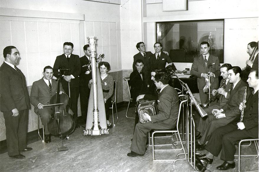 LR1 - Alberto Gambino y su orquesta folklorica con Lito Bayardo - 1942