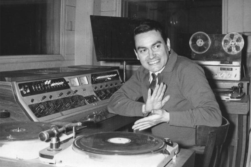 LS10 - Osvaldo Cuesta operando la consola norteamericana marca Gates - 1961