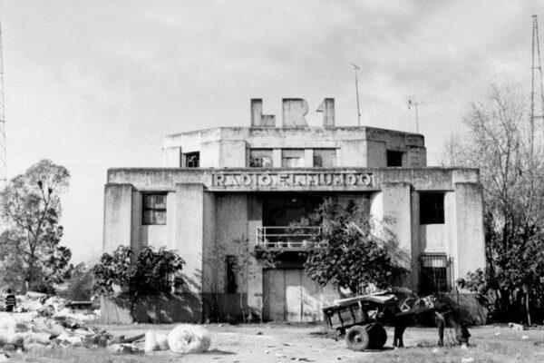 Planta transmisora de LR1 Radio El Mundo. Imagen tomada poco antes del 2000