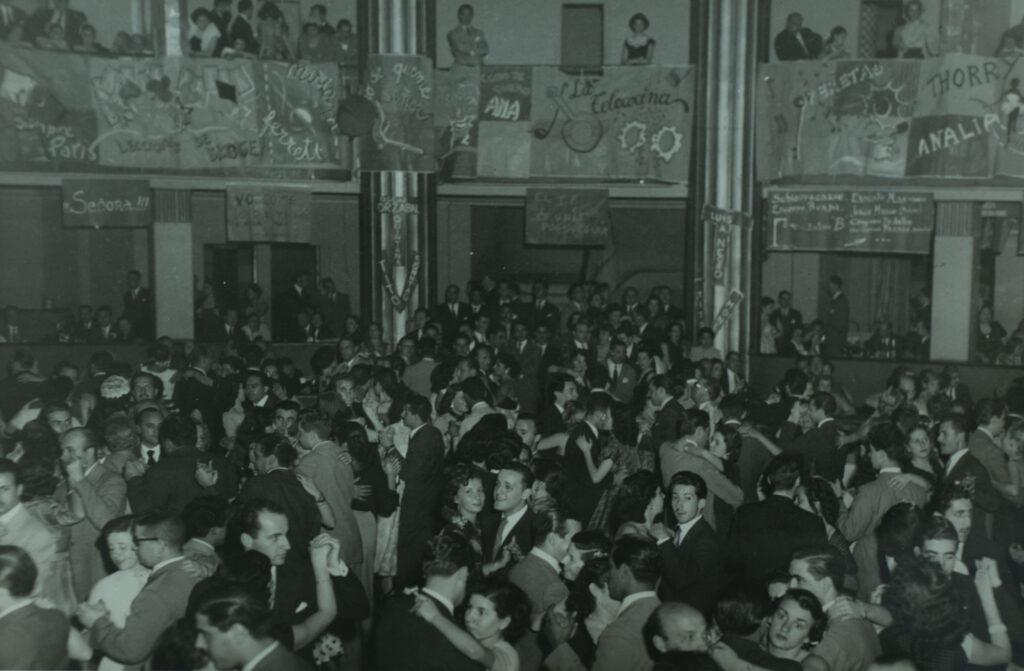 """Baile de inauguración del """"TV Club"""", donde las grandes figuras de la radio, teatro y cine se hicieron presentes para festejar con sus fans."""
