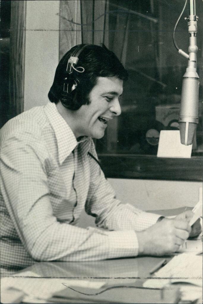 Héctor Larrea. 1974